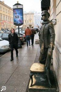Счастливые памятники Петербурга