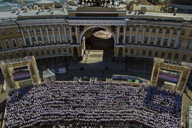 НаДворцовой площади спел сводный хор Санкт-Петербурга
