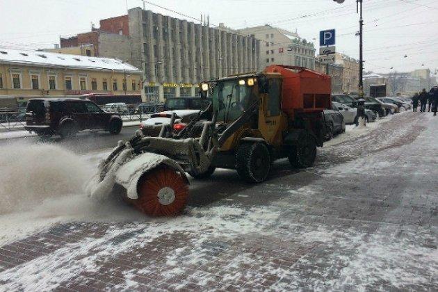 Смольный открыл зимнюю горячую линию для жалоб науборку снега вПетербурге