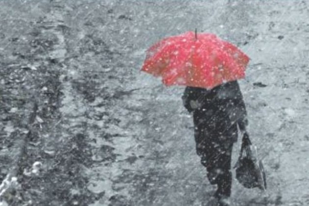 В четверг москвичей ждет мокрый снег и гололедица
