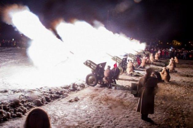 Огонь наРостральных колоннах: вДень полного снятия блокады Ленинграда прогремит салют