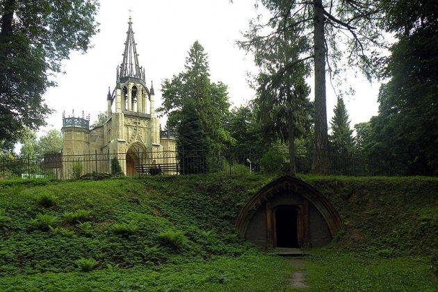Церковь Петра и Павла и склеп