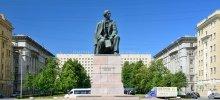 Памятник Чернышевскому в парке Победы